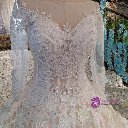 Luxury wedding dress for bridal bea..