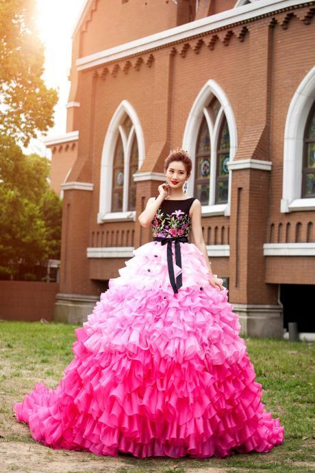 Colorful Ball Gown Wedding Dresses Scoop Neck Ruffles Tiers Organza Skirt Long Train Bridal Gowns with Embroidery