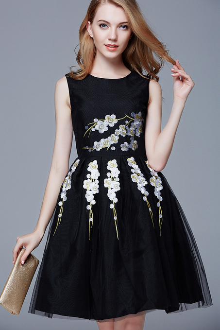 Gauze embroidery round collar sleeveless full-skirted dress