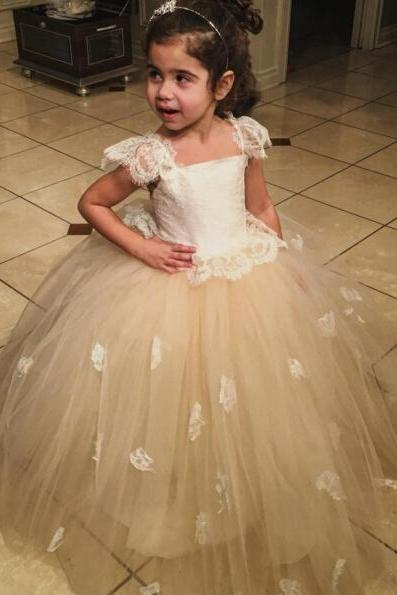 Lovely Champagne Flower Girl Dresses For Wedding Cap Sleeves Kids Formal Wear Birthday Party Dress Christmas Kids Communion Gowns 2017 Flower Girls Birthday Pageant Dress Square Neck Ball Gown Girl's Wedding Party Dress For Wedding