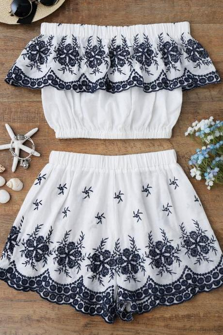 Off Shoulder Embroidered Crop Top With Shorts - White S