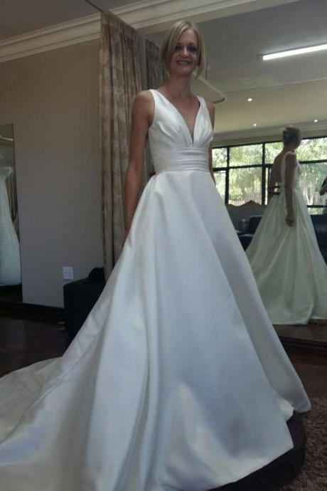 V-neckline backless Empire chapel train satin wedding dresses bridal dresses
