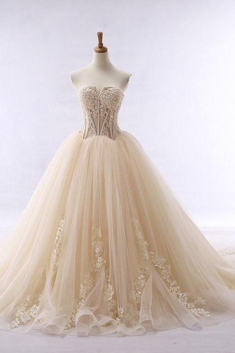 Lace Applique Champagne Tulle Prom Dresses Featuring Sweetheart Neckline