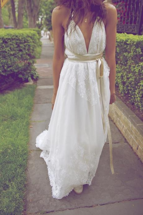 Boho Lace Wedding Dress Sexy V-neck Wedding Gown Halter Bridal Dress with Sash